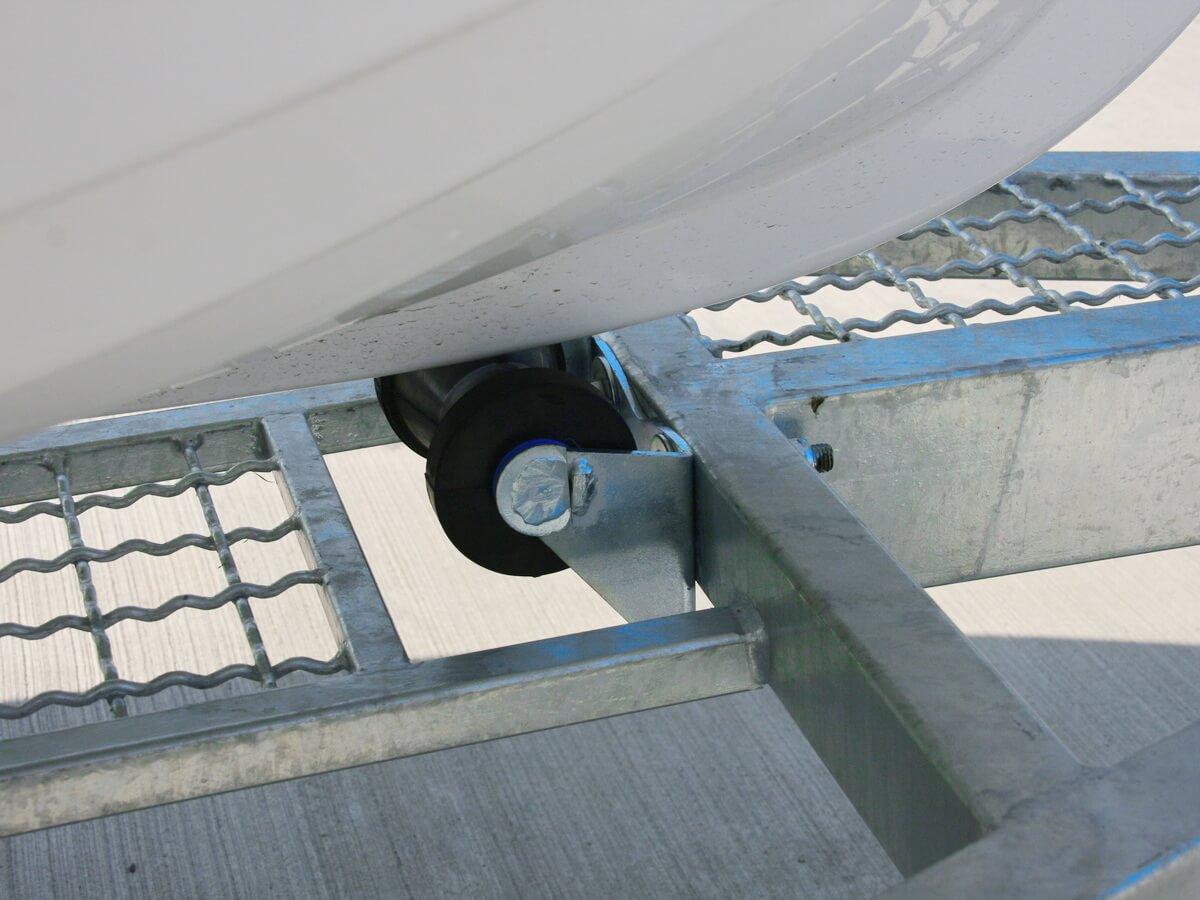 Передний центральный ролик прицепа