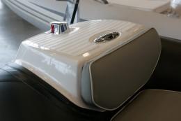Якорная накладка на надувной лодке - GRAND Golden Line G380EF (вид сбоку)