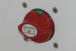 Прерыватель массы накладного монтажа. Влагозащищенное устройство, сертифицированное по нормам CE (EN ISO 28846). Снабжено съемным ключом с пружинным фиксатором.